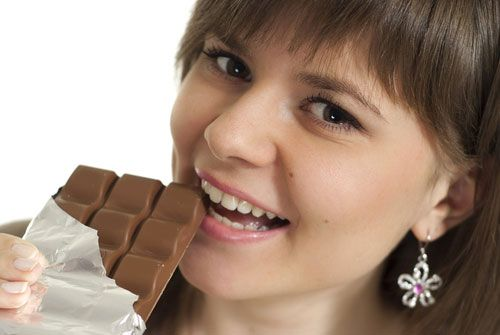 5 REASONS WHY GIRLS LOVE TO EAT CHOCOLATES!!